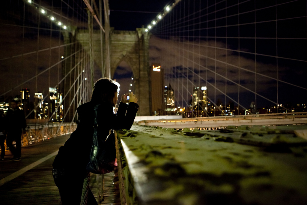 Brooklyn Bridge photographer-tourist, Photo of