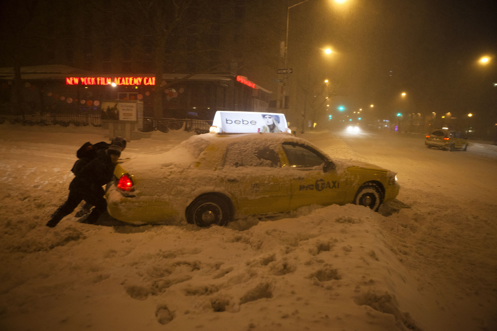 Pushing a Taxi - New York Blizzard Snowstorm Thundersnow Blaaaaagh